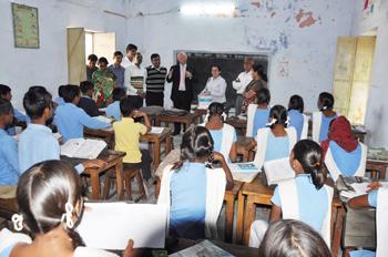 Fortum varusti kolme koulua Intiassa aurinkopaneeleilla
